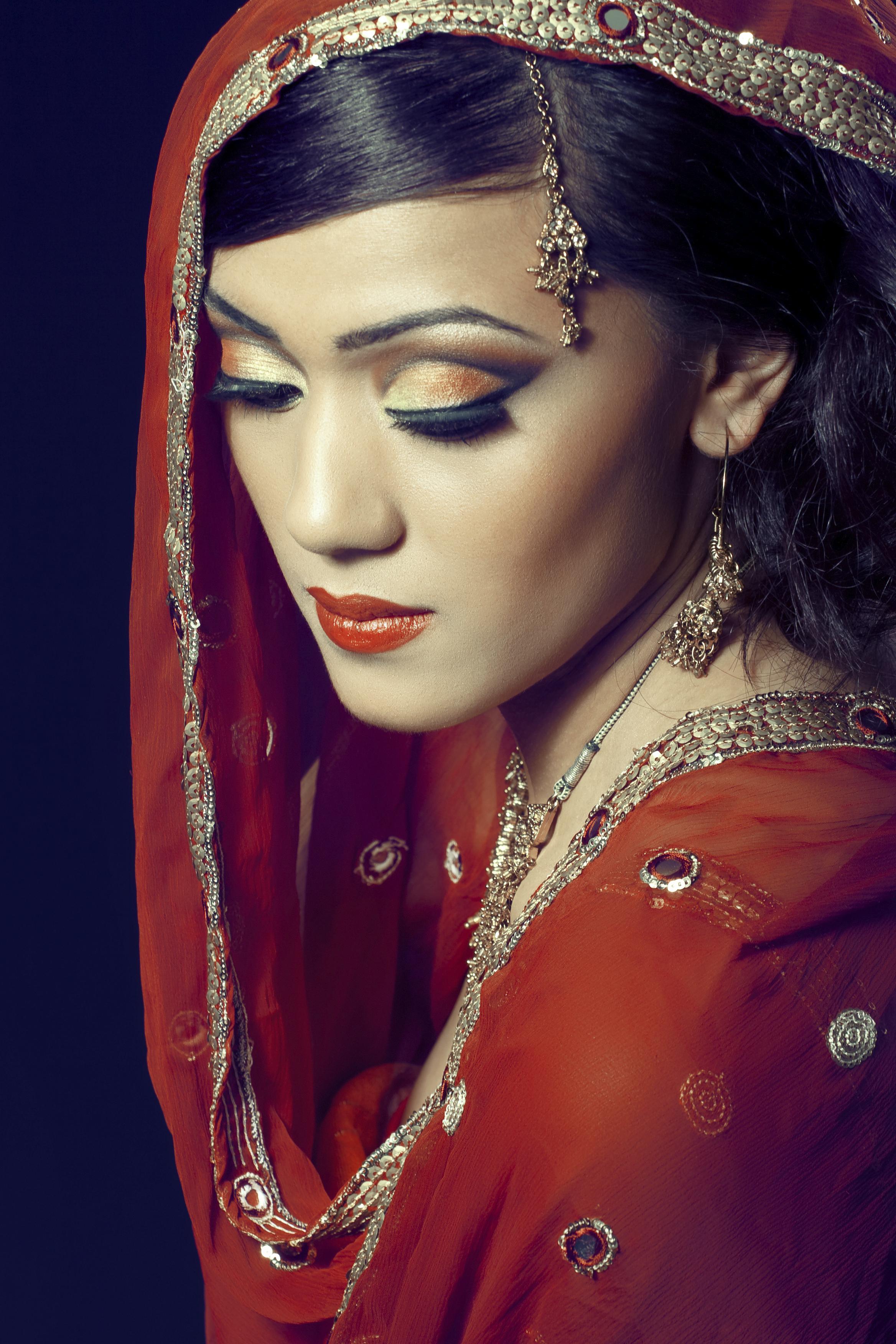 Indian Woman In Black Saree: FASHION AVENUE NEWS MAGAZINE
